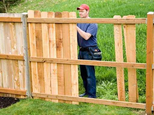 Who is a Fencing Contractor?